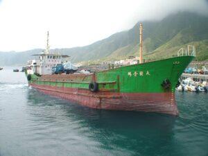 貨輪入港中