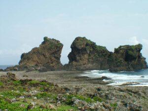 近觀雙獅岩