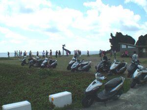 遊客參觀龍頭岩